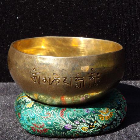 bol-tibétain-avec-mantra-de-la-compassion